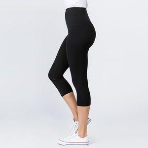 NEW New Mix Black Capri Leggings